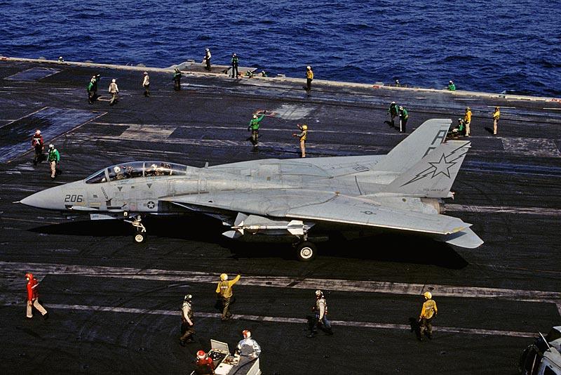 USS AMERICA - Scratch - 1/72 ! - Page 7 F-14A-USS-America-03.03.1992-1